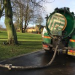 Tankers removing silt